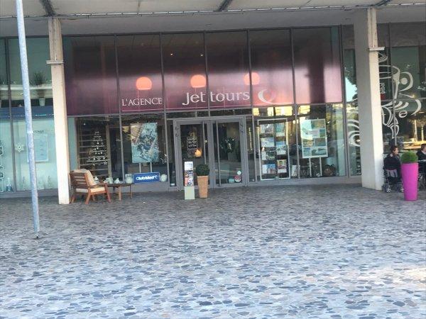 Coiffure Habillement / Textiles Optique Tous commerces Agence immobilière Cabinet médical Centre de formation  - Situé sur un emplacement n°1 - Salon de Coiffure Esthétique Parfumerie